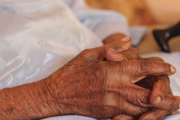 Dôchodcu so zraneniami previezli na ošetrenie do nemocnice.