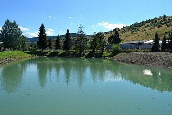 Pri vode obec plánuje vybudovať oddychovú zónu.