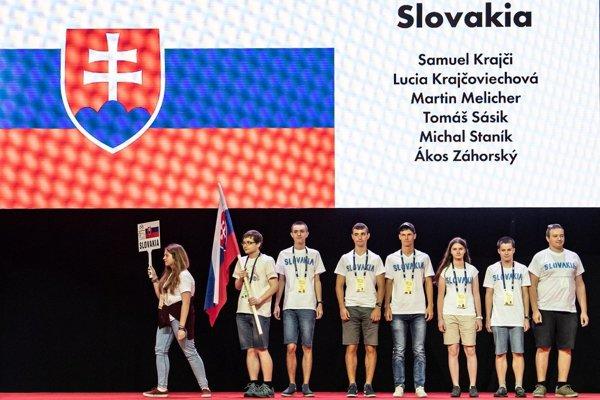 Nástup slovenského tímu na 59. ročníku Medzinárodnej matematickej olympiády v rumunskom meste Kluž.