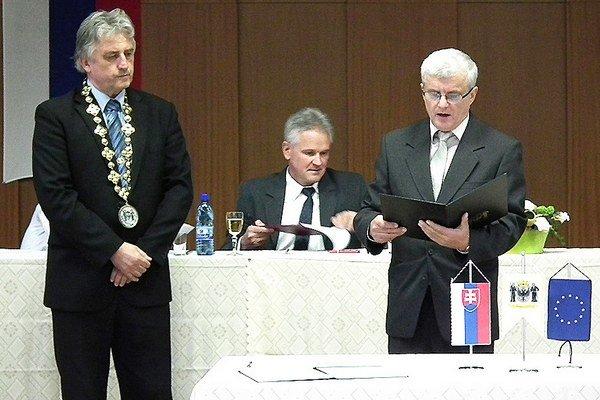 Zmeny vrozpočte už nebudú schvaľovať iba poslanci, ale aj primátor Ján Kadera (vľavo).