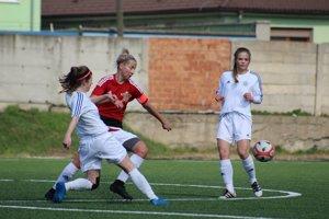 Veronika Sluková (v červenom) mieri do zahraničia.