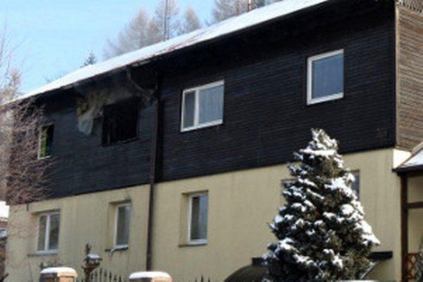 Požiar sa z podkrovia nerozšíril.