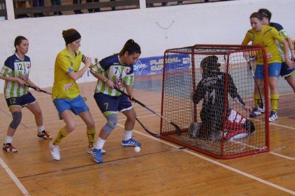 Tvrdošínčanky (v žltom) zvládli domáce zápasy vynikajúco.