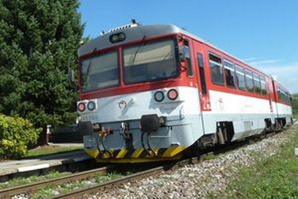 Pre výluku na trati autobusy dočasne nahradia Oravku.