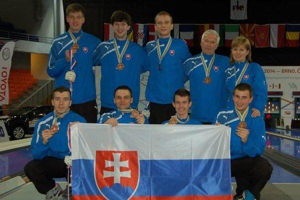 Martin Koleják (v druhom rade prvý zľava) donesiol na Oravu svetový bronz.