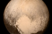 Prvá misia ku Plutu New Horizons odštartovala v roku 2006, keď Pluto stratilo svoj status planéty. Vďaka sonde máme zábery Pluta vo veľkom detaile. V súčasnosti sonda smeruje ku Kuiperovmu pásu.