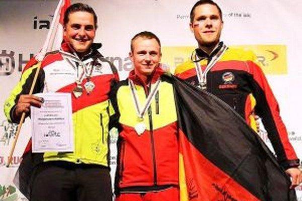 Marek Lubas (v strede) si prvenstvo užíval naplno.