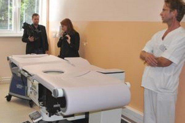 Bioptický stôl. Podobný majú len v troch nemocniciach na Slovensku.