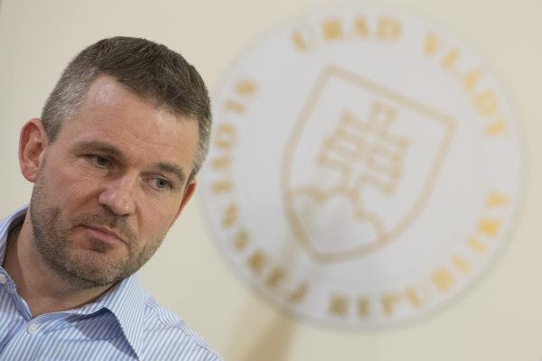 Premiér Peter Pellegrini požiadal, aby lekárske fakulty v Bratislave, Martine a Košiciach dodatočne prijali 185 nových študentov všeobecného lekárstva.