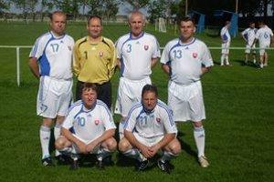 Oravskí starostovia. Hore zľava Milan Pavlovčík, Ján Beňuš, Jozef Záhora, Ladislav Matejčík. Dole zľava Pavol Bugel a Ladislav Tomáň.
