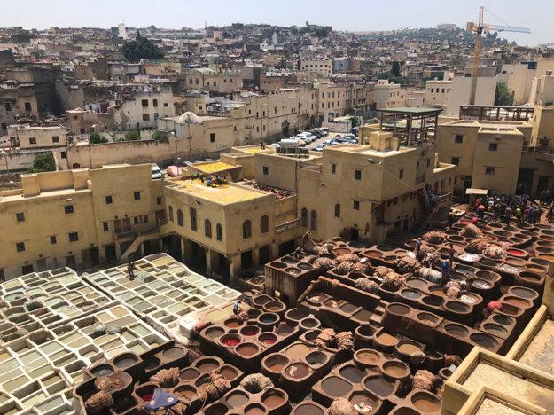 Farbiareň látok v meste Fez