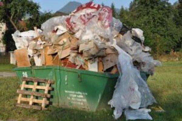 V tomto kontajneri bol stavebný odpad, ktorý vyhodila firma.