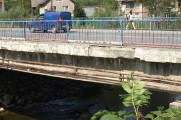 Práce na moste v centre mesta už mali byť v plnom prúde, no zatiaľ ani nezačali.