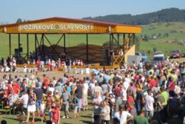 Na pódiu vystúpilo 16 folklórnych skupín.