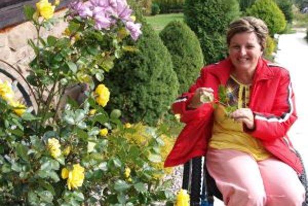 Alena Kubalová. Tešiť sa z kvetov a zelene jej nezabránila ani choroba.