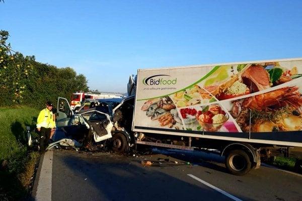 Dopravná nehoda kamióna a dodávky  v obci Lada.