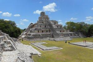 31-metrová Pyramída piatich poschodí v centre mesta Tikal.