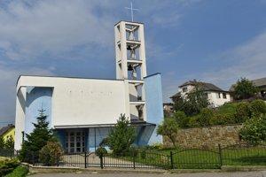 Architektonicky zaujímavo riešený rímskokatolícky kostol Svätého Jána Krstiteľa v časti Vlková - Levkovce.