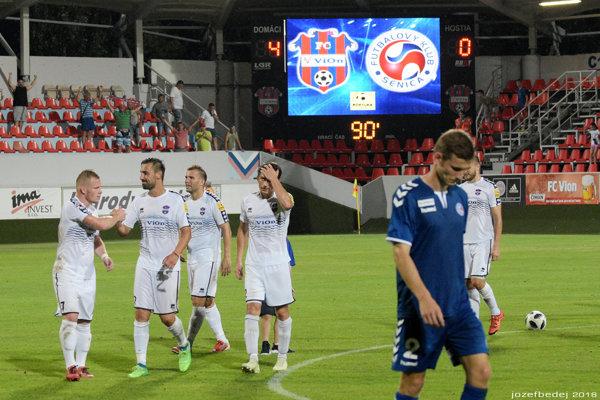 Vo ViOn Aréne sa po výhre 4:0 tlieskalo domácim hráčom.