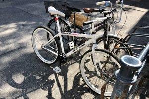 Mestský bicykel v centre Trenčína.
