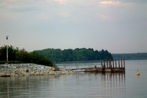 Nový prístav sa posunie smerom do Účka.