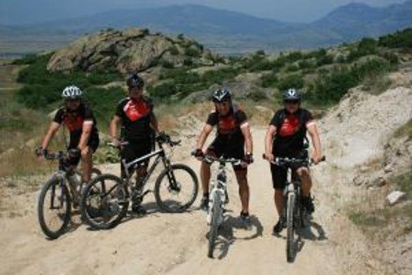 Jurrasic bike team spoznáva Európu na dvoch kolesách.