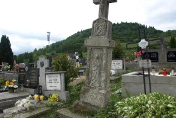 Spodná voda nerobí na cintoríne dobrotu.