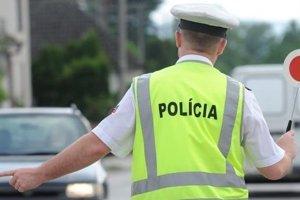 Dopravu po nehode usmerňovala polícia.