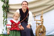 Zdieľame kroje z Podroháčskych folklórnych slávností