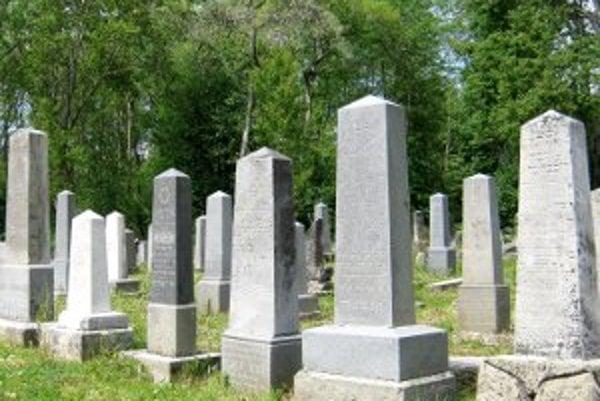 Obnovený židovský cintorín v Námestove.