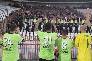 Hráči FC Spartak Trnava ďakujú fanúšikom po skončení zápasu.