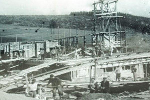 Na stavbe  pracovali ľudia z celého Slovenska.