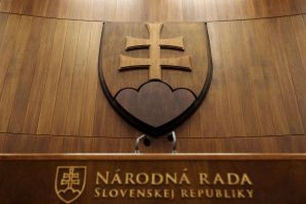 Slovenský parlament zažil bitku poslancov.