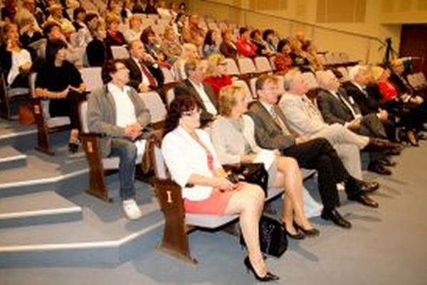 Účastníci lekárskej konferencie.