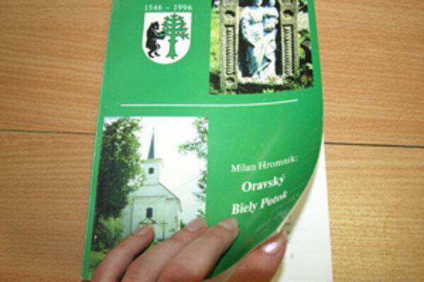 Jedinou publikáciou, ktorá hovorí o histórii dediny, je útla knižka Milana Hromníka vydaná pri príležitosti 450. výročia vzniku obce.