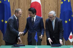Stretnutie čelných predstaviteľov EÚ s japonskou stranou pri podpise dohody o voľnom obchode.