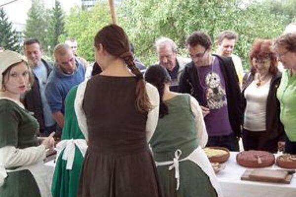 Záujemcovia mohli ochutnať aj stredoveké jedlá.