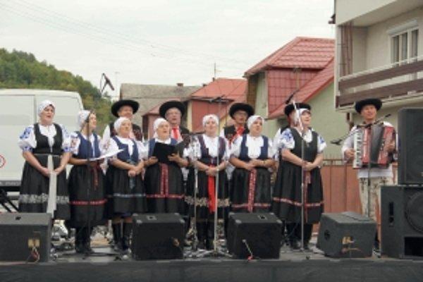 Návštevníci hodov si mohli zaspievať s folklórnymi skupinami.