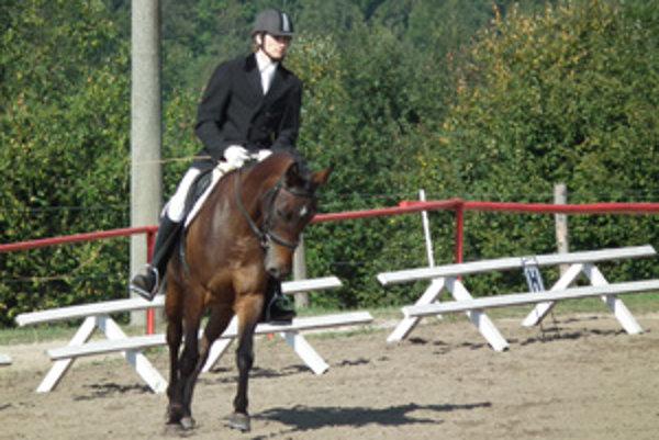 Milan Kuhajda z JK Húšť na koni Scarlett získal bronz.
