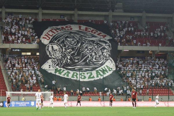 Fanúšikovia Legie počas odvetného zápasu 2. predkola futbalovej Ligy majstrov medzi FC Spartak Trnava a Legia Varšava v Trnave.