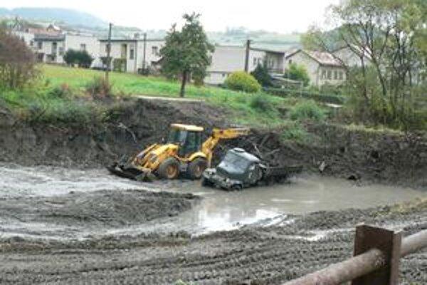Čistenie a prehlbovanie priehrad. Okrem toho, že majú zabrániť záplavám pri prívalových dažďoch, jedna z nich by mala slúžiť aj na letné aktivity ľudí.