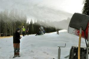 Zasnežovanie zjazdovky v lyžiarskom stredisku Roháče - Spálená.
