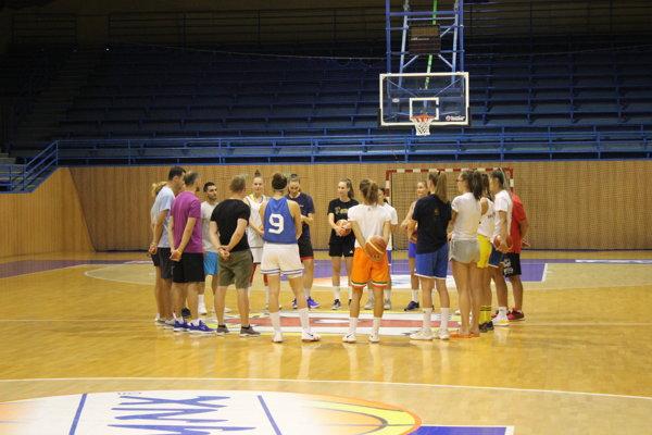 Úvodný tréning basketbalistiek Young Angels Košice.