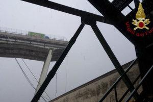 Konštrukcia zrúteného mosta.