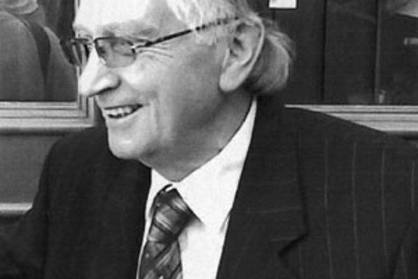 Doc. PhDr. Augustín Maťovčík, DrSc. (* 19. august 1937, Breza) je slovenský literárny historik, pracovník Biografického ústavu Matice slovenskej.
