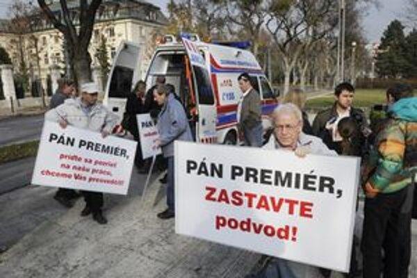 Zástupcovia tvrdošínskej firmy protestovali v Bratislave.