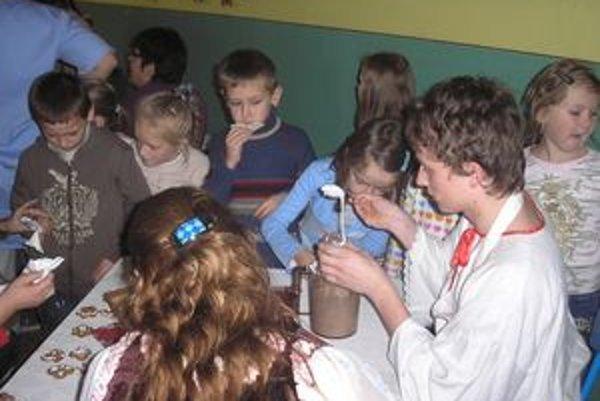 Deti zo školy v Oravskom Podzámku si urobili Vianoce o čosi skôr.