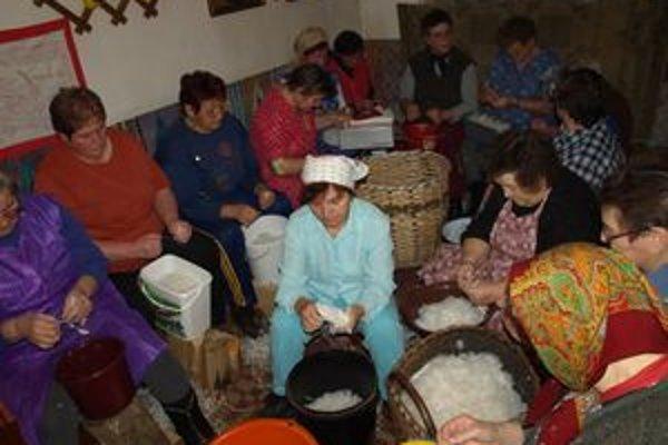 Dnes už tradícia párania peria žije len málokde. Kedysi sa páralo každý rok na Ondreja.