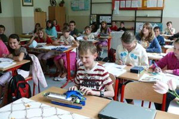 Jakubko Bartoš z Novote v triede vyniká. Spolužiaci mu veľmi pomáhajú a nedajú na neho v dopustiť.