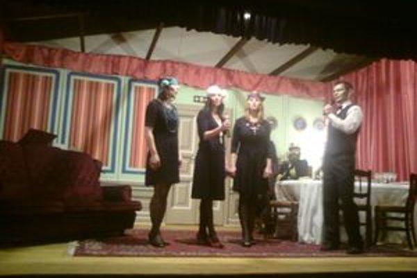 Hornolehotskí ochotníci vystupujú pravidelne na Štefana od roku 1922. Tentokrát sa predstavili divákom s hrou Stanislava Štepku Loď svet.